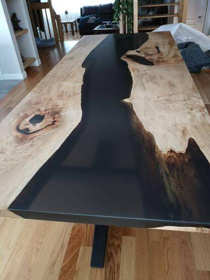 table époxy noir translucide